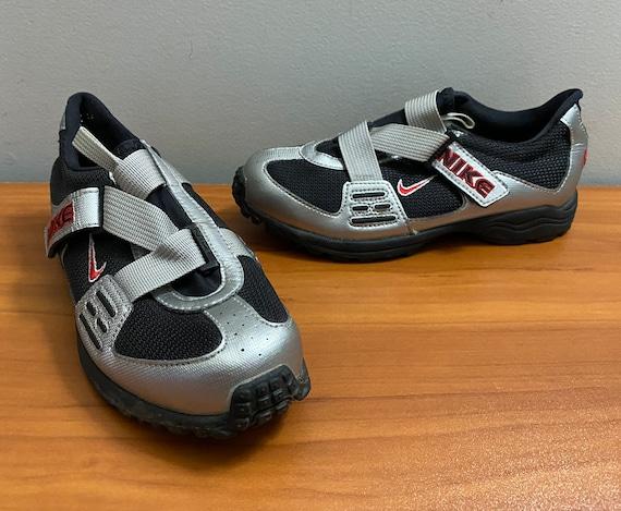 Women's 1998 Nike cycling shoes sneakers shoes la… - image 1