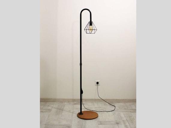 Staande Lampen Industrieel : Handgemaakte staande lamp met metalen lamp schaduw etsy