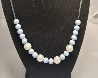 Stylish chewable pearl necklace