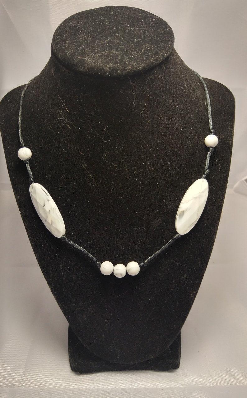 Stylish chewable geometric necklace