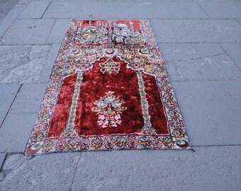 Vintage velvet prayer rug,prayer mat,35'' x 20'' inches