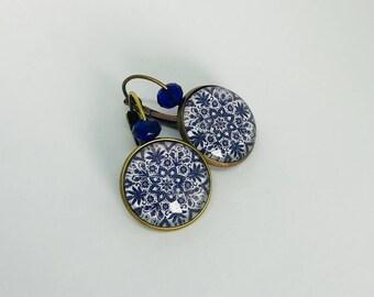 boucles d'oreilles cabochons - dormeuses - arabesque - mosaïque - bleu et blanc