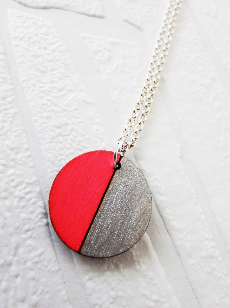 circle necklace with wooden lasercut pendant neon pink upcycling geometric silver