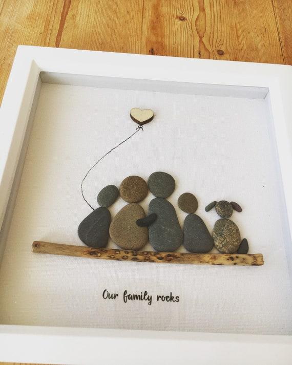 fait main Pebble Art-Noir//Blanc//cadre en bois les 4 Famille de quatre