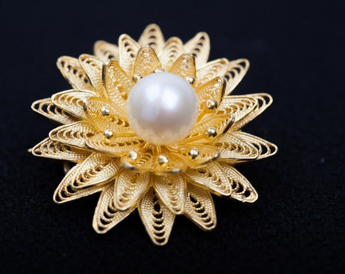 Gold filigree pearl brooch - Nature pearl-June Birthstone-Gifts for MoM-Handcrafted