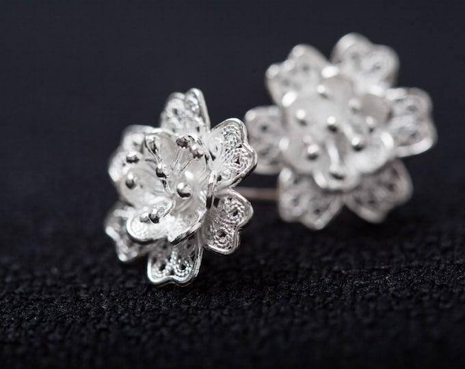 Silver Handcrafted Filigree Flowers earrings