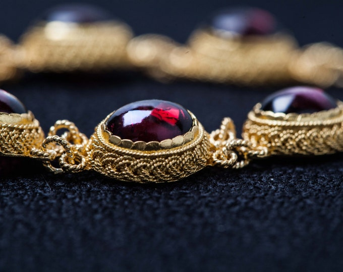 Gold filigree bracelet - garnet - nature stone - find and luxurious in the ancient Chinese imperial style of extruded filigree