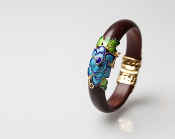 Handmade wood in natural tree sap lacquer with enamel highlights and gold plated fixtures - Ancient Chinese Handcraft Art - Modern design