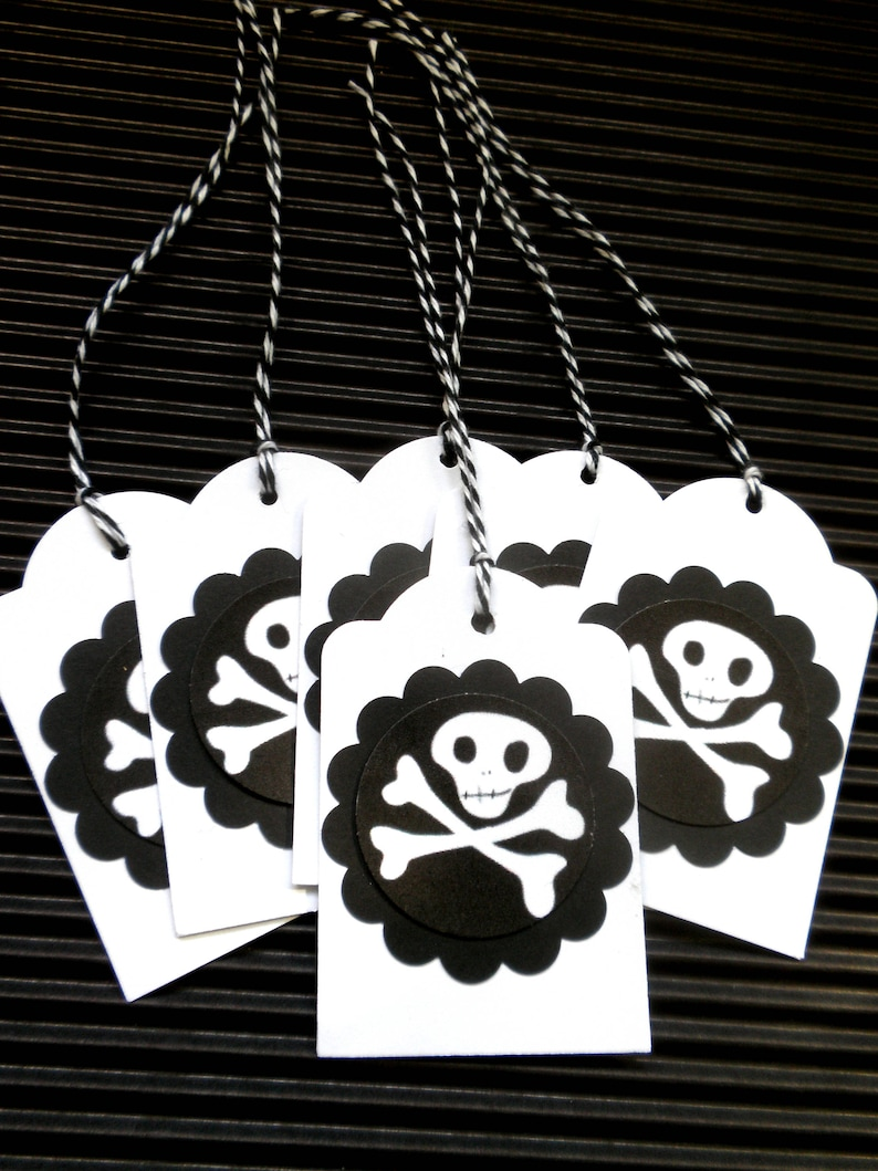 SKULL AND BONES Halloween Gift Tags Set of 6 image 0