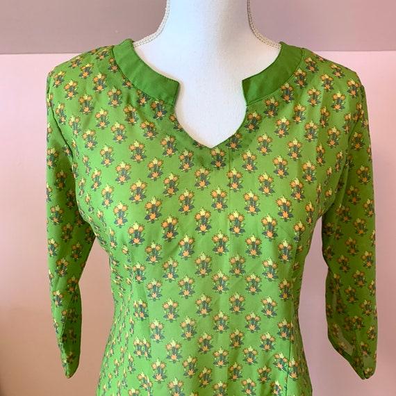 60s Vintage Tulip Print Kaftan Dress • S/M - image 1
