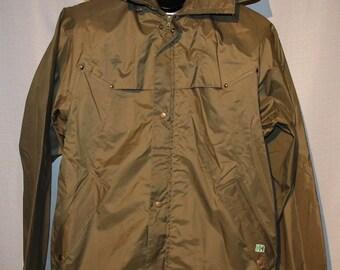 1a5f0d6e37fc Vintage Helly Hansen Norway Forest Moss Green Light Windbreaker Rain Jacket  Ladies Small +