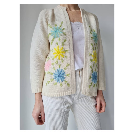 Handmade floral embroidery knitted cardigan