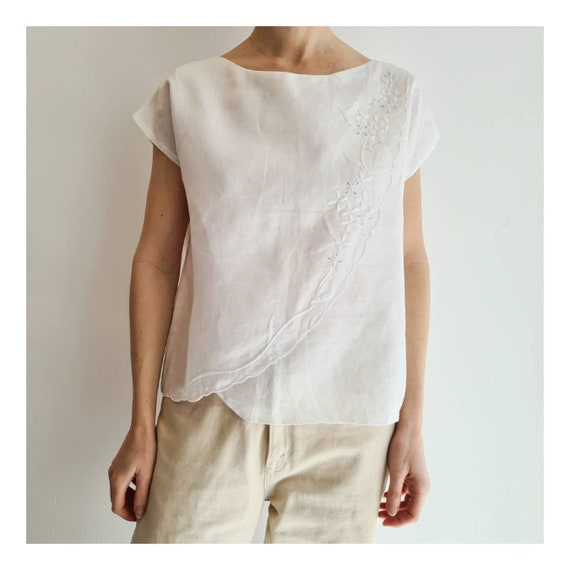 A Timeless Classic from the American Living Label in Very Good  Condition Size L Female Vintage White Linen Ruffled Long Sleeve Blouse