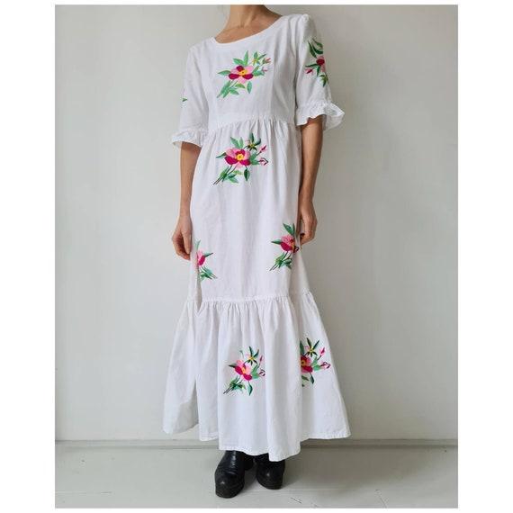 Vintage floral embroidery maxi peasant prairie dre
