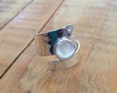 Mother of Pearl. ring. Sterling silver. Adjustable ring.