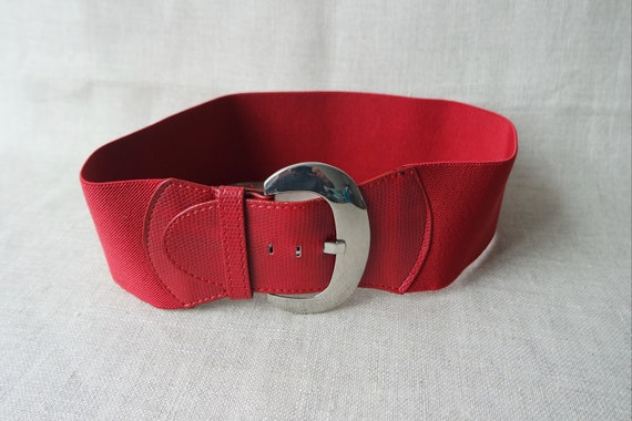 Vintage Red Beaded Elastic Belt with Shell Inlay Wood Buckle NOS