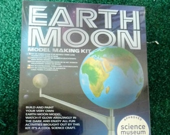 Earth / Moon Model Making Kit