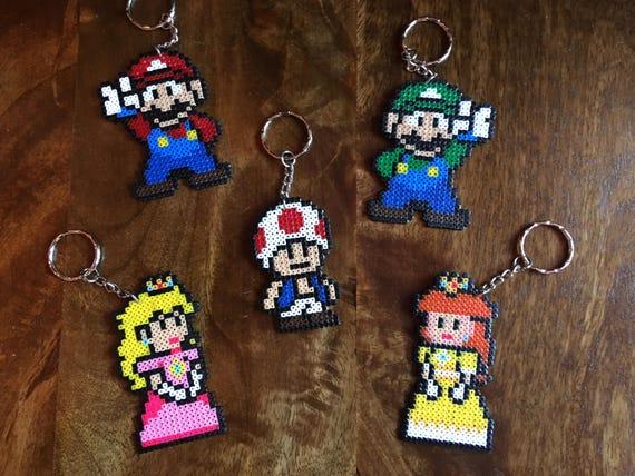 Mario Luigi Princesse Peach La Princesse Daisy Ou Toadie Pixel Art Mini Perle Porte Clés Disponible à Lunité Ou En Lot De 5