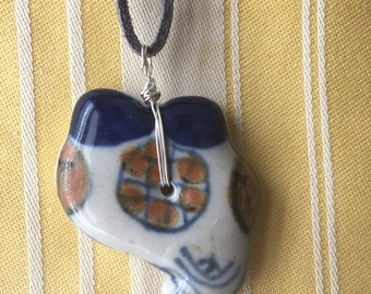 Blue multicolored pendant necklace