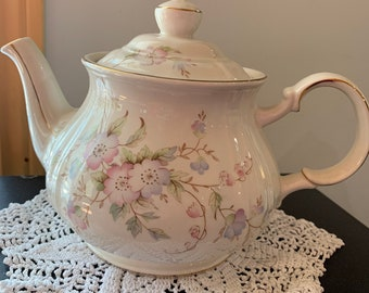 Vintage Sadler Ivory Swirl Floral Teapot