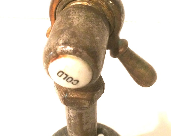 Steampunk Industrial pipe wall hook with faucet (Movable lever)