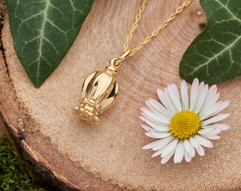 Gold poppy seed pod necklace. Gold vermeil, 18k gold on a solid sterling silver charm pendant. Nature inspired seed head, woodland necklace