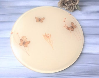 Round Trivet with pansy dried flower arrangement