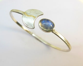 Bangle with moonstone, silver and gold