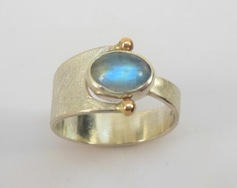 Ring with moonstone, silver and gold