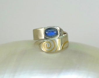 Ring with moonstone, adjustable, silver with gold lines