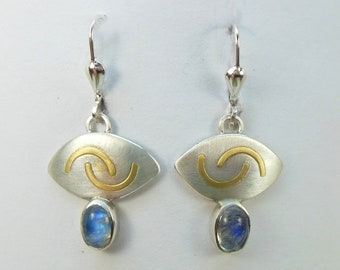 Hanging earrings with moonstone
