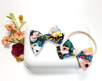 Baby bows Vanaguelite, Floral Print Bows Rifle paper navy, Nylon Headband or Hair Clip, baby hair accessories.