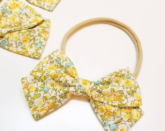 Floral baby Bow, Sunshine flowers Bow, Nylon Headband, fabric bow, Vanaguelite, alligator clip, hair accessories.