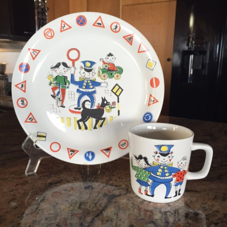 FREE SHIPPING Norwegian Stavanger Flint Child set Plate 8.5 inch and Cup by  Inger Waage called Trygg Trafikk