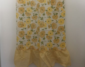 1970's Light and Airy Summer Curtain Set