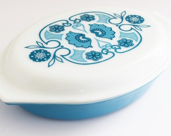 Vintage Pyrex USA Oval Casserole Divided Dish with Matching lid -  Horizon Blue - 1 1/2 QT - 1960's - 70's Era
