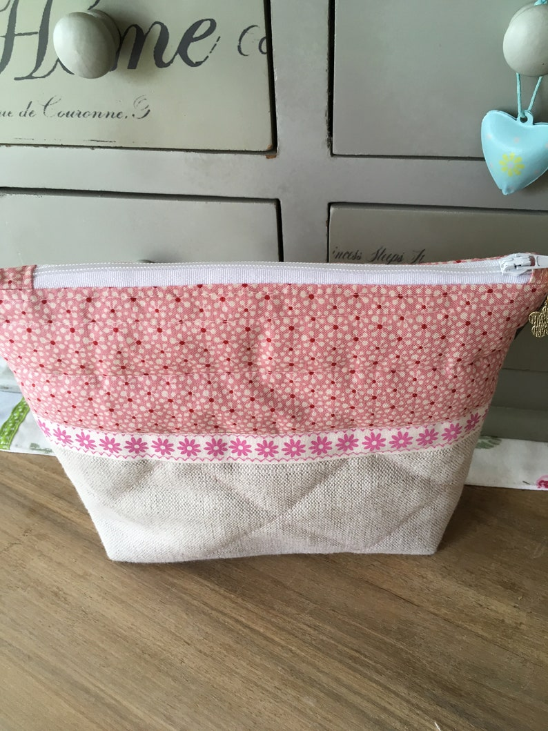Lined /& quilted bag pouch 100/% Tilda Cotton and Laura Ashley linen lovely detail including flower charm zipper pull