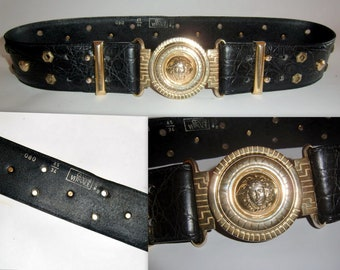 5dfdfb8a20071 Gianni Versace Men s Gold Medusa Head Moc Crocodile Belt.Vintage 1992. 34  inch to 37 inch.Iconic Gianni Versace Belt.In Excellent Condition