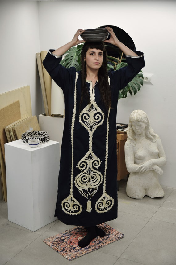Luxury Moroccan embroidered caftan in navy blue Tr