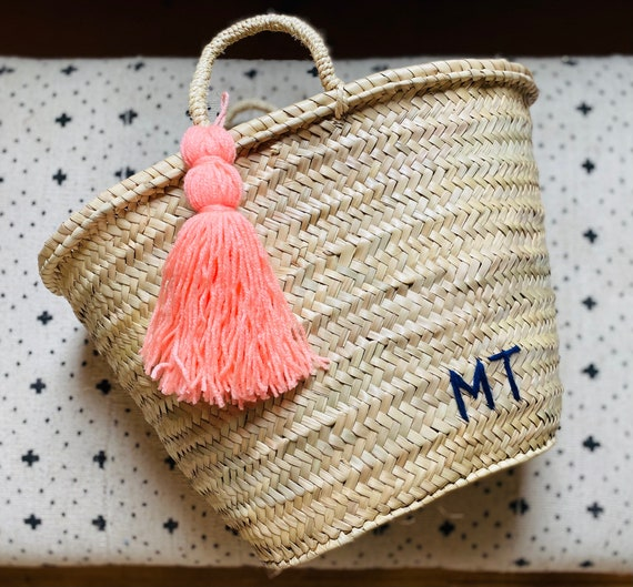 Personalised medium basket with tassel and straw handles