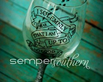 Harry Potter up to no good glitter wineglass