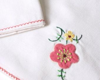 Vintage White Cotton Linen sSmall Napkins Handkerchiefs. Beautiful Embroidered Nordic Red Pink Flower Bouquet Satin Stitch. Set of 4