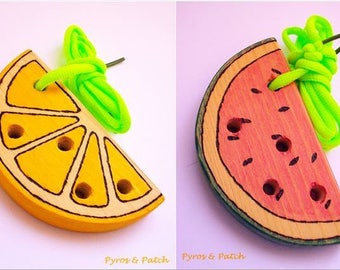 Toy fruit solid firwood, for kids, hand pyrographed and painted. Gioco in legno massello di abete, per bambini, pirografato e dipinto a mano