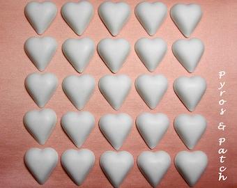 Set di 25 gesso bianco a forma di cuore, adatto per decorare Bomboniere - Set di 25 gessetti bianchi a forma di cuore, per decorazioni