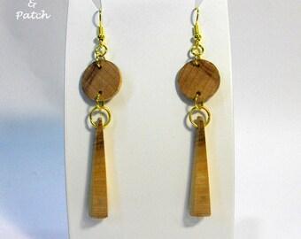 Earrings in solid cherry/olive-wood light, handmade, circle/pyramid shape.Orecchini in legno ciliegio/ulivo, leggeri,forma cerchio/piramide