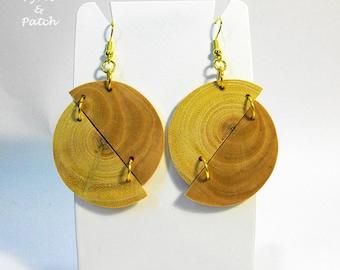 Earrings olive/carob wood , semicircles joined diagonally, geometric style,handmade.Orecchini in legno di ulivo/carrubo,semicerchi diagonali