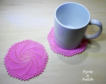 """Set of 6 coats made of thin cotton yarn 4"""".Pink color. Low knit design enhances lace. 6 sottobicchieri crochet in filato di cotone rosa 11cm"""