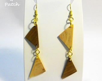 Earrings in solid walnut/carob-wood, triangle shape,alternating color,geometric style.Orecchini legno di noce/carrubo,forma doppio triangolo