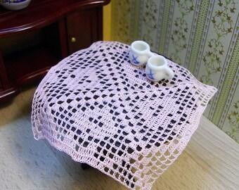 Doily crochet dollhouse 1.12 sewing thread color rose,accessories furniture. Centrino casa di bambole all'uncinetto filato da cucito rosa