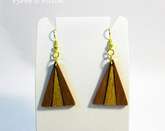 Earrings apricot-wood, triangular shape, hand-painted and pyrography. Geometric style. Orecchini legno di albicocco, forma triangolare.